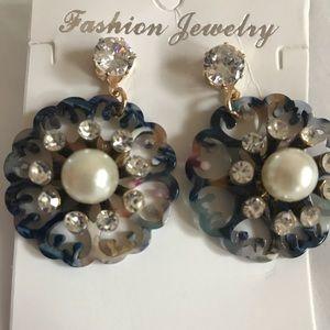 Jewelry - NWT ACRYLIC W FAUX PEARLS RHINESTONES